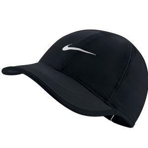 Brand New never worn Nike Featherlight DRI-Fit Hat